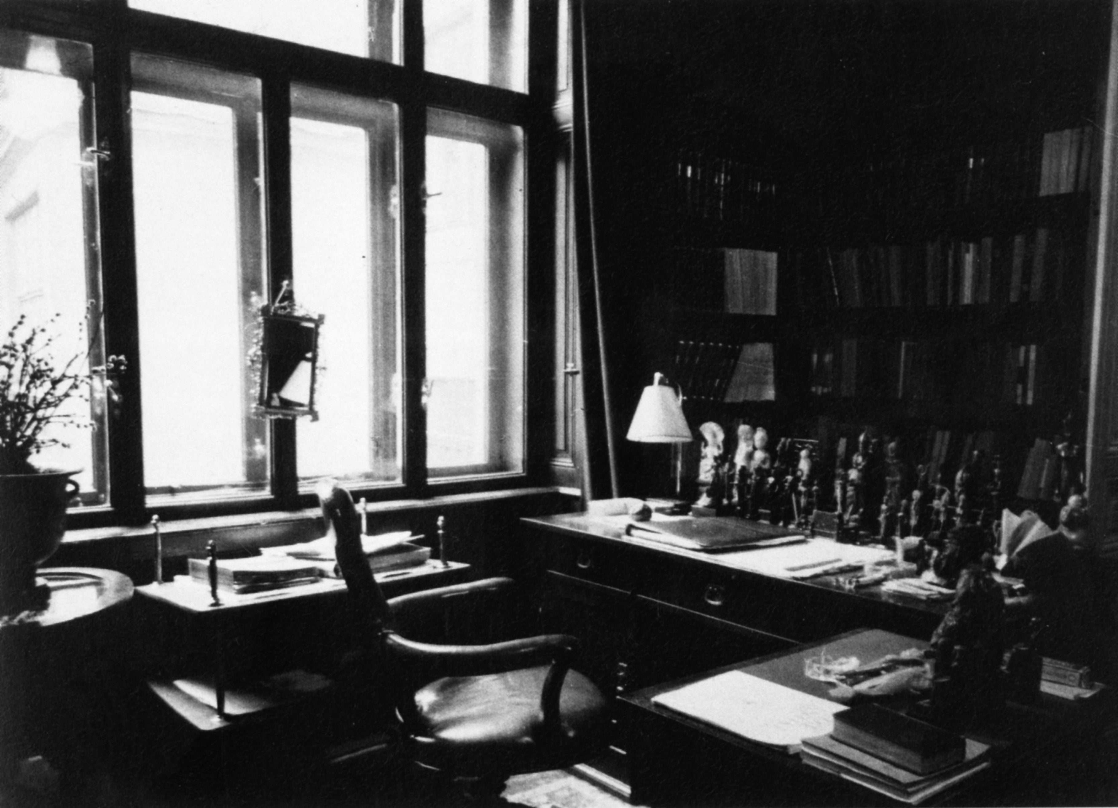 Sigmund Freuds Apartment Berggasse 19 Vienna View Of The Study 1938